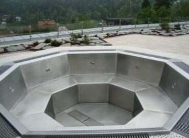 Výstaba nerezového bazénu